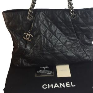🌟AUTHENTIC🌟 CHANEL LEATHER TOTE COCO PLEADS